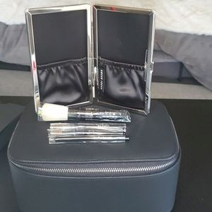 💥NWT Bobbi Brown beauty case and brush set